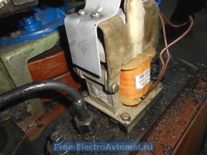 Электромагнит МИС ЭМ33-7, установленный в пресс ПКП-10