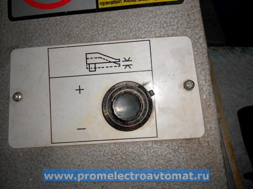 Регулятор усилия проруба с фиксатором. Фактически, устанавливает время опускания ударника.